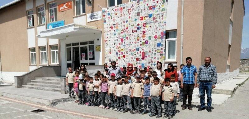 Gönülden Gönüle, Okuldan Okula Sanat Yorganı