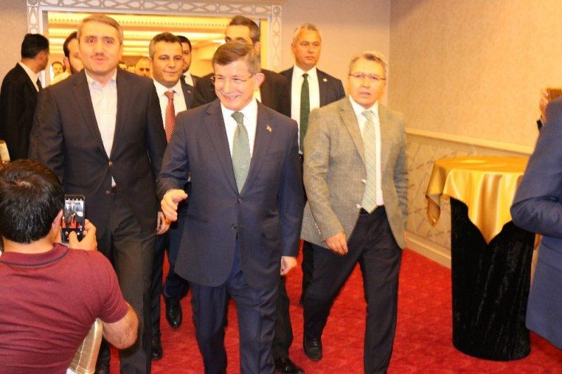 Davutoğlu Diyarbakır'da iftara katıldı
