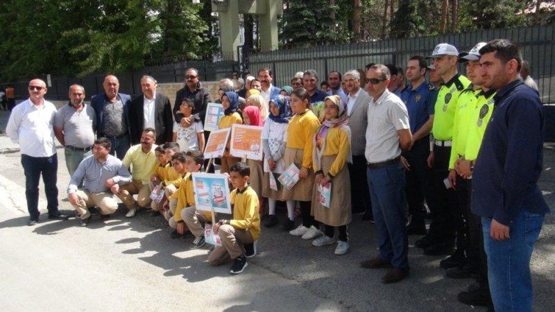 """Tatvan'daki sürücüler için """"Karne"""" dağıtıldı"""