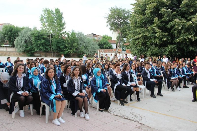 Çan Anadolu Lisesi'nde mezuniyet coşkusu
