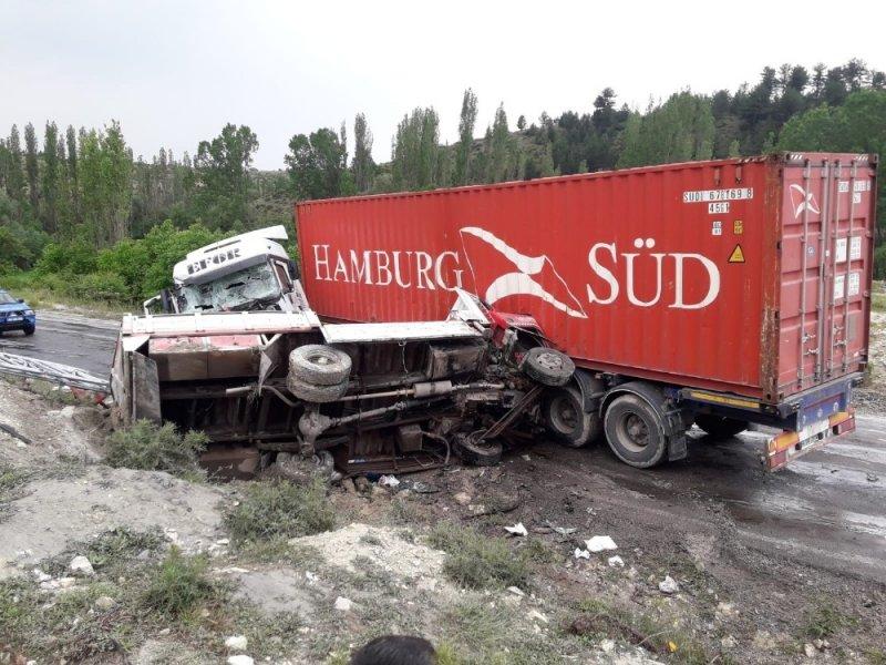 Emet'te trafik kazası: 1 ölü 1 yaralı