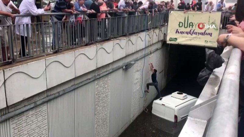 Pendik'te su basan alt geçitte mahsur kalan vatandaş böyle kurtarıldı