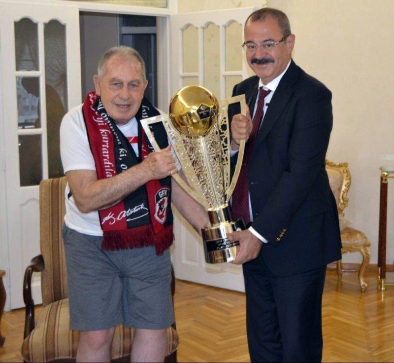 Gazişehir Gaziantep'ten efsane kaptana kupa sürprizi