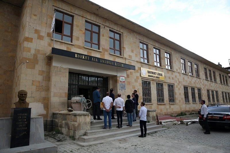 Vali Pehlivan, tarihi Bayburt Lisesi binasında yürütülen restorasyon çalışmalarını inceledi