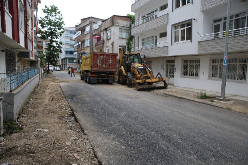 Altınordu'da asfalt ve kaldırımlara başlandı