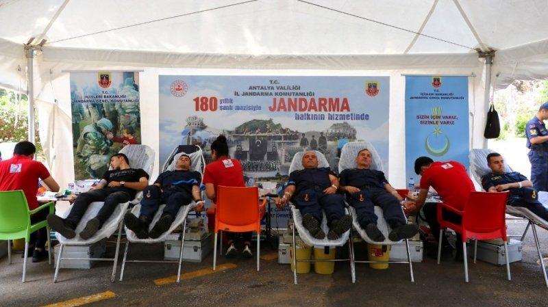 Antalya İl Jandarmadan kan bağışı