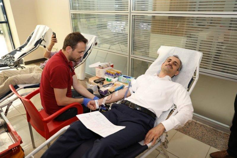 Başkan Çiftçi'den kan bağışı
