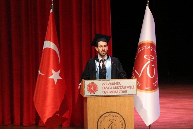 Cami imamı üniversite birincisi oldu