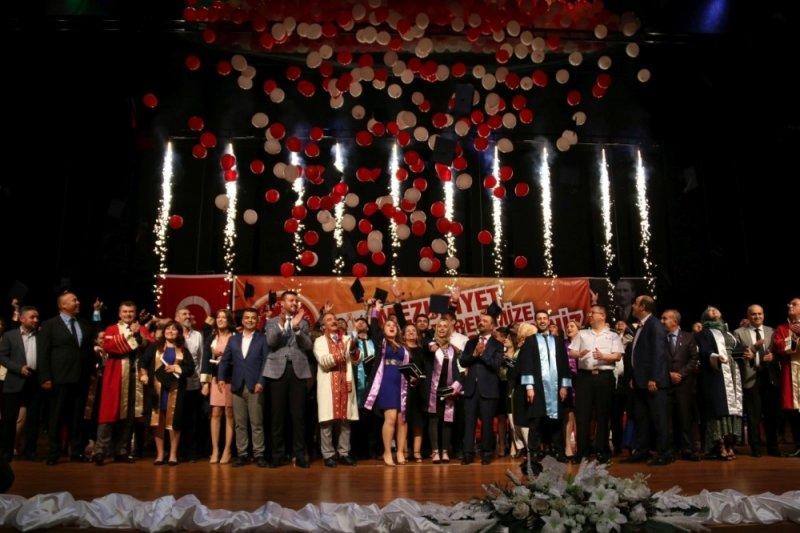 NEVÜ 4 bin 210 öğrencisini mezun etti