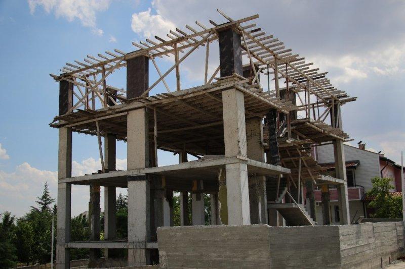 Başkent'te 4 katlı kaçak yapı yıkıldı