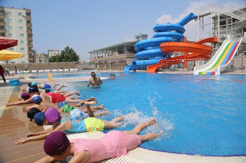 Erdemli Belediyesi'nin yüzme geliştirme kursları başladı