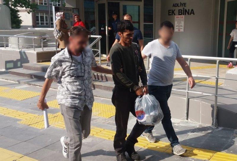 Uyuşturucu sattıkları öne sürülen biri yabancı uyruklu iki zanlı tutuklandı