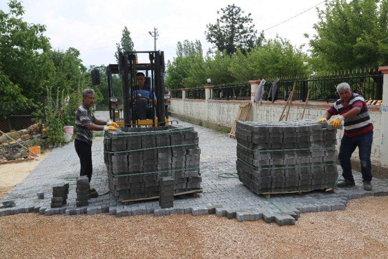 Erdemli'de parke çalışmaları sürüyor