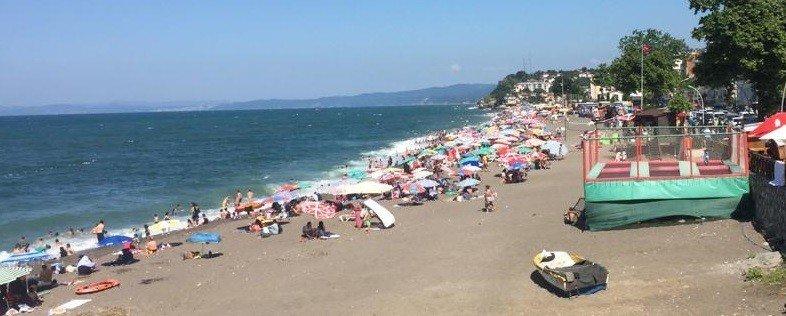 Akçakoca'da hafta sonu plajlar doldu taştı