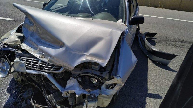 Bilecik'te bariyerlere çarpan otomobildeki 6 kişi yaralandı