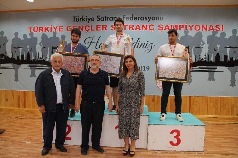 Canalp Cansun, Türkiye Satranç şampiyonu