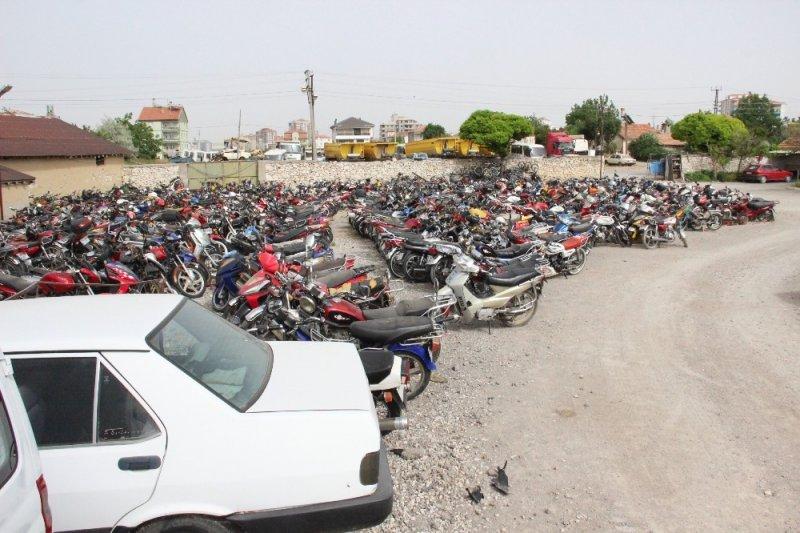 Karaman'da bağlanan araçlar otoparkları doldurdu