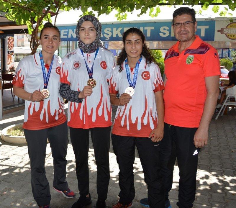 Korkuteli, Kick Boksta 3 Türkiye birincisi çıkardı