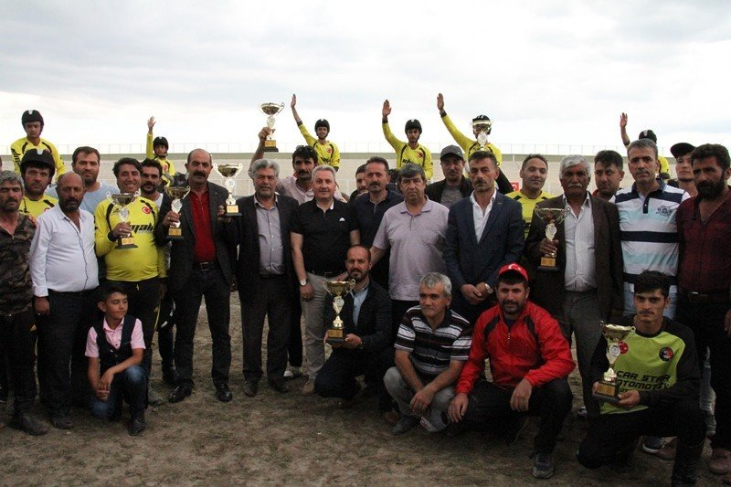 Cirit 100. yıl şampiyonlarına kupa