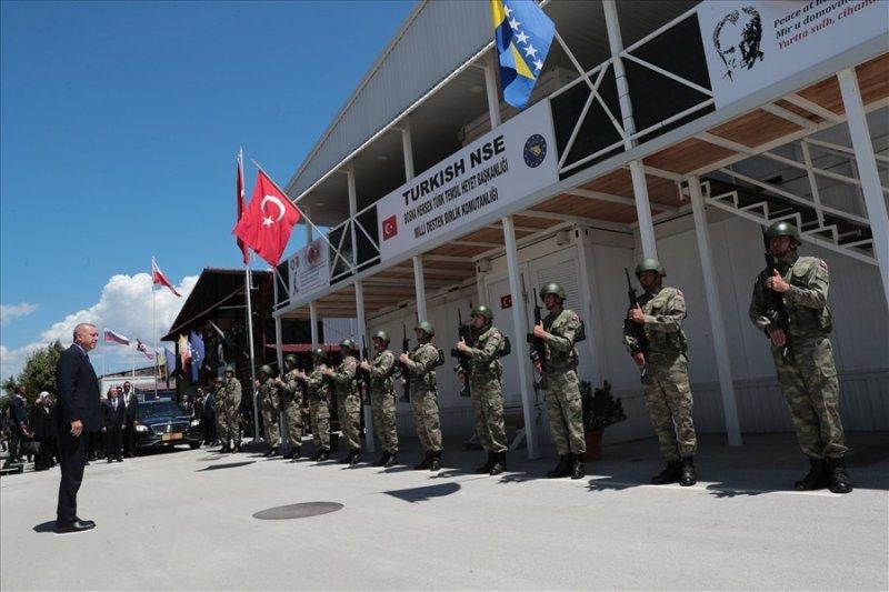 Cumhurbaşkanı Erdoğan ve Bakan Akar, Bosna Hersek'te Mehmetçik'i ziyaret etti