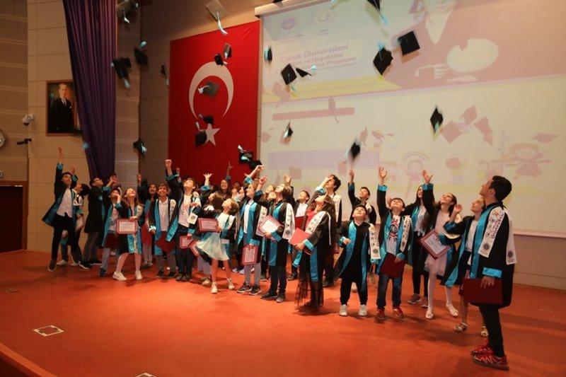 Çocuk Üniversitesi mezunlarını verdi