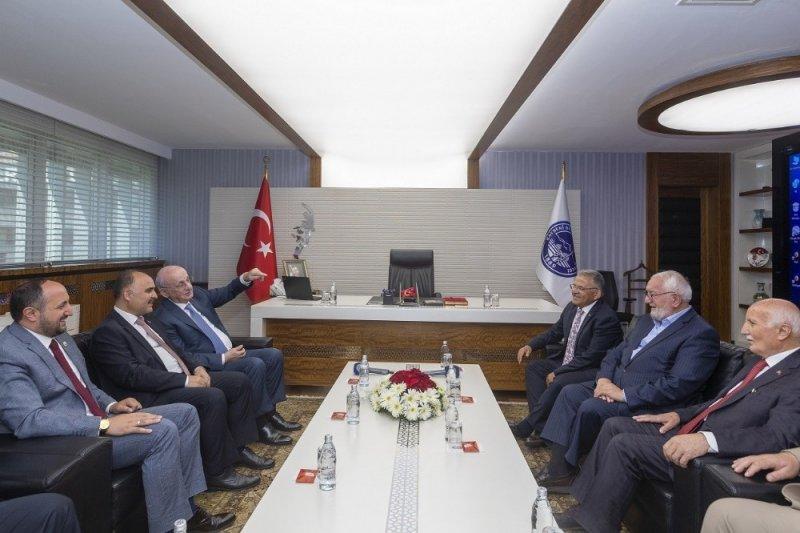 26. Dönem TBMM Başkanı İsmail Kahraman, Başkan Büyükkılıç'ı ziyaret etti
