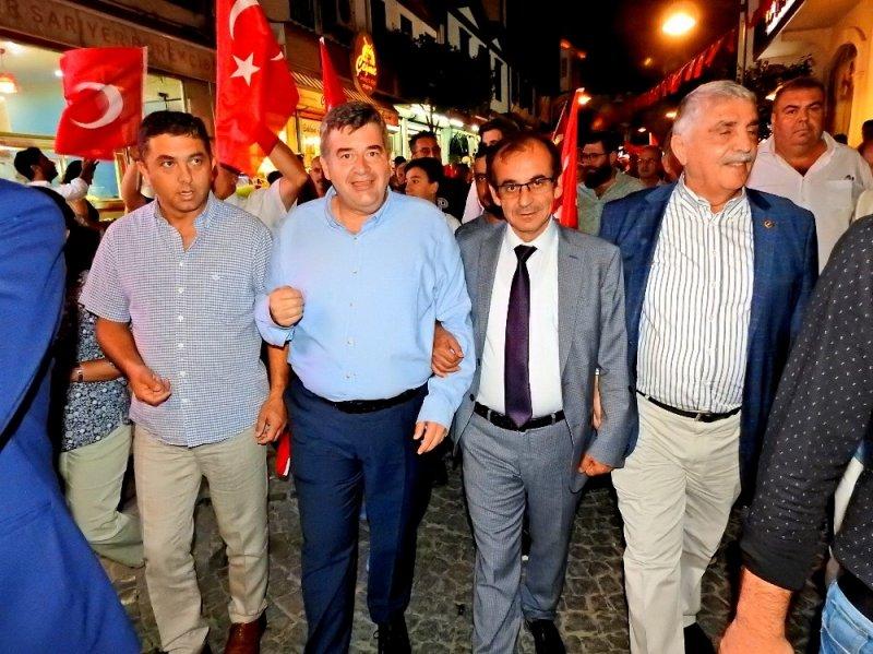 Çeşme'de Demokrasi ve Milli Birlik etkinliği düzenlendi