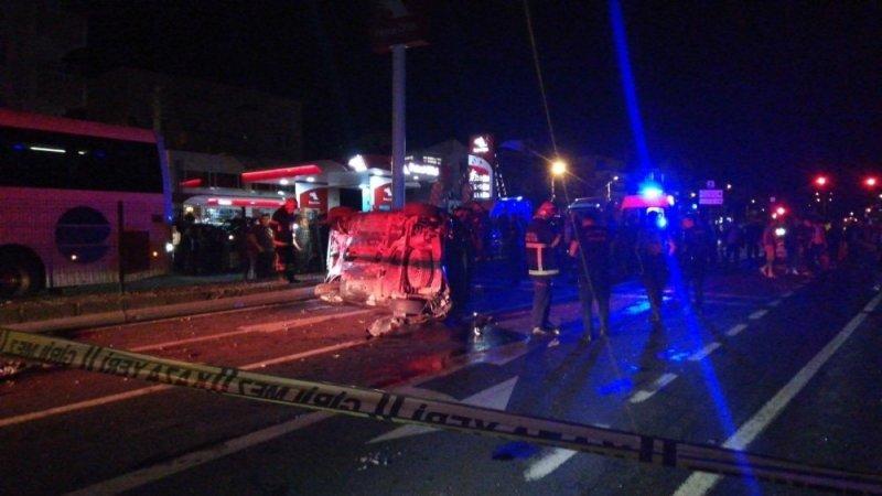 Yolcu otobüsünün çarptığı otomobil takla atıp karşı şeride geçti: 2 yaralı