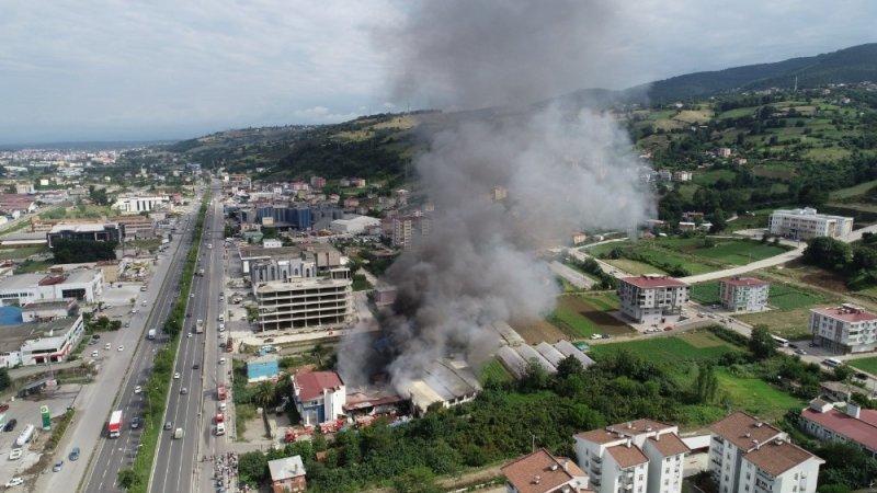 Mağaza yangını 4,5 saatte söndürüldü
