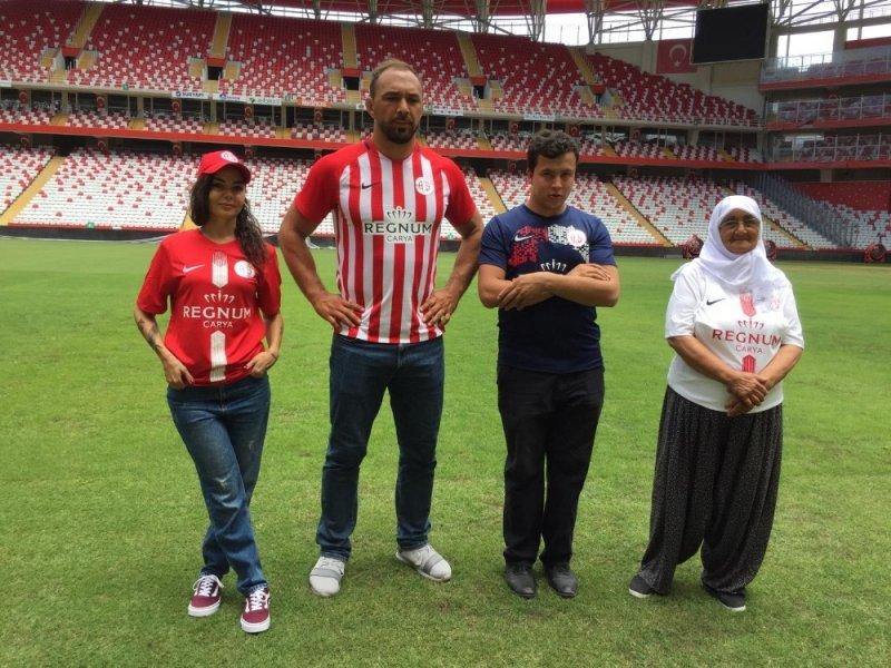 Antalyaspor'dan Ali Gürbüz'lü forma tanıtımı