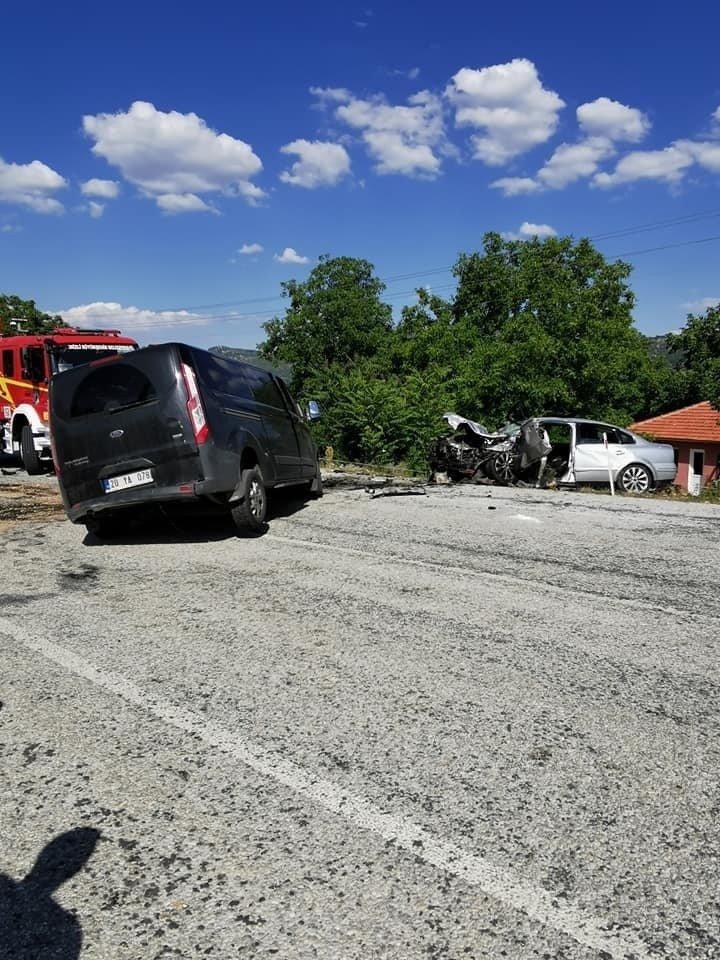 Denizli'de araçlar kafa kafaya çarpıştı: 5 yaralı