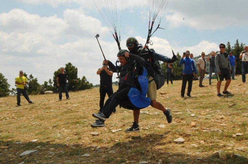 Başkan Akkaya'nın yamaç paraşütü deneyimi