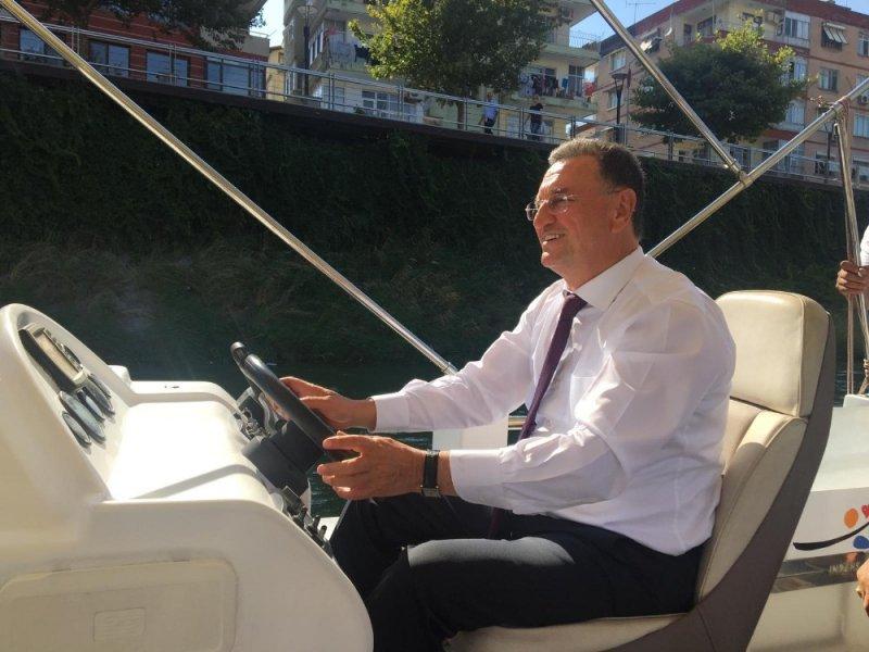 Başkan Savaş, Asi Nehri'nde tekne kullandı