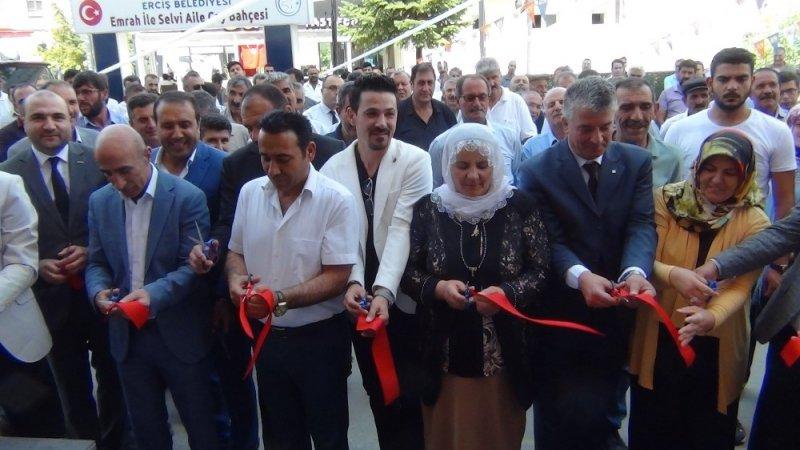 Erciş'te mobilya mağazası açılışı