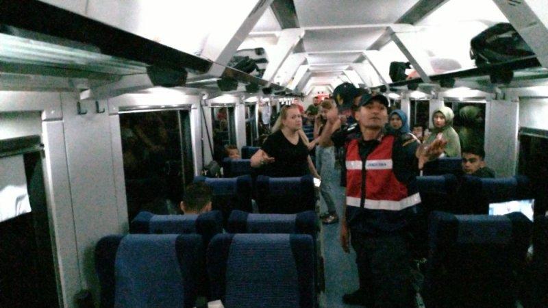 Yanında getirdiği evcil hayvan için kavga eden kadın, trene 2 saat rötar yaptırdı, yüzlerce kişi mağdur oldu