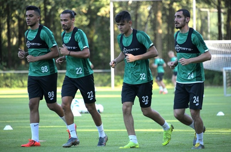 Konyaspor'un Hollanda kampı başladı