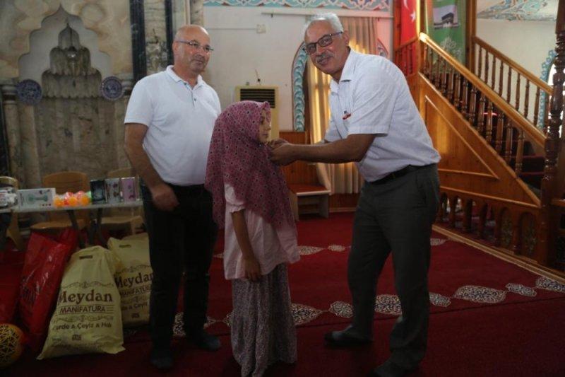 Kur'an kursunu bitirdiler hediyeleri kaptılar