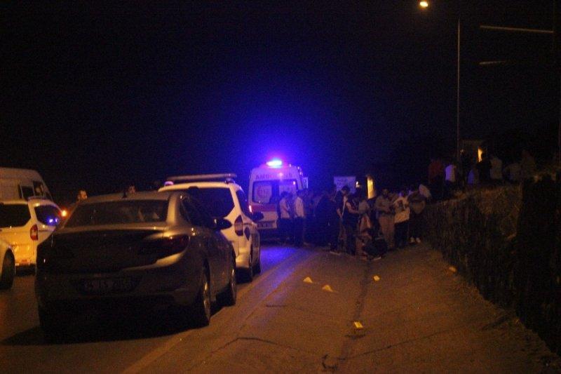 Yol ortasında aracını tamir etmeye çalışan sürücü, başka bir aracın çarpmasıyla öldü