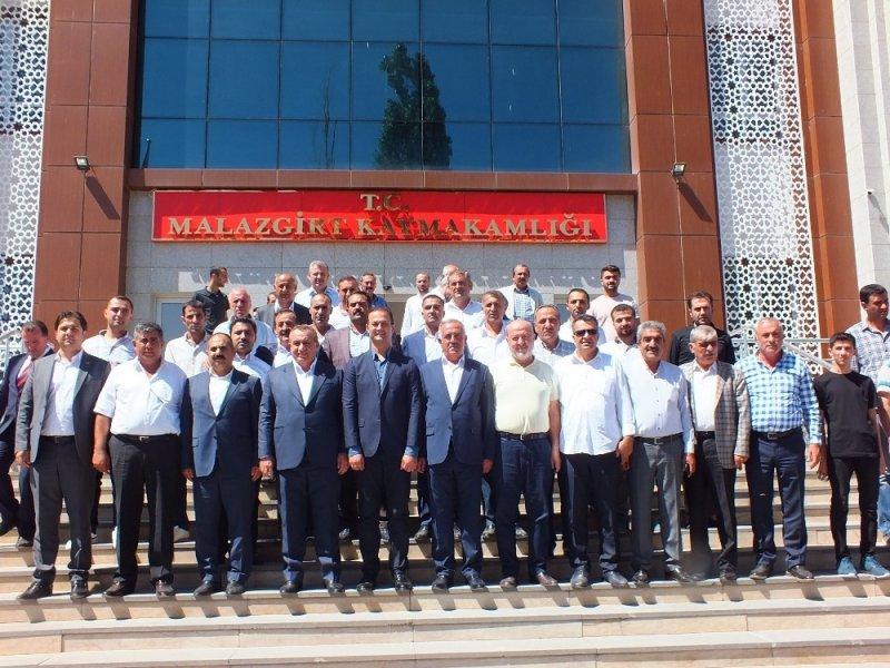 AK Parti Milletvekili Şimşek, Malazgirtli vatandaşlarla bayramlaştı