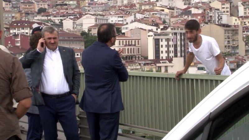 Bakan Kasapoğlu intihardan vazgeçirdi, aracına bindirdi