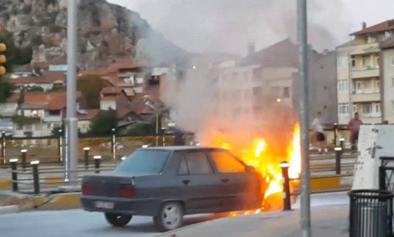 LPG'li otomobilin köprü üzerindeki yangını korkuttu