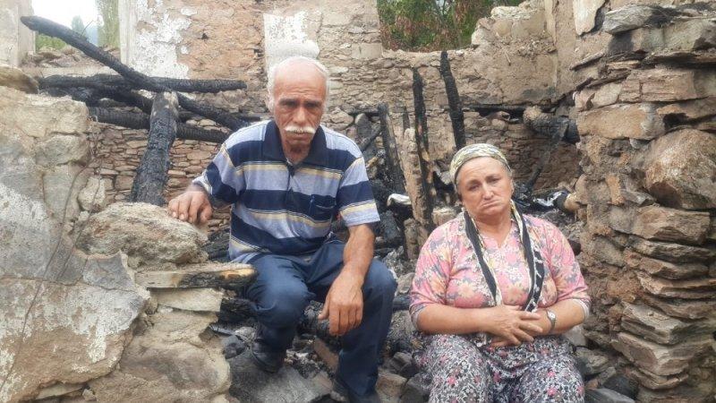Evleri eşyaları ile yanan çift yardım bekliyor