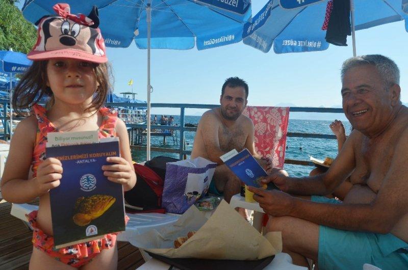 Falez plajlarında plastik atık bilgilendirmesi