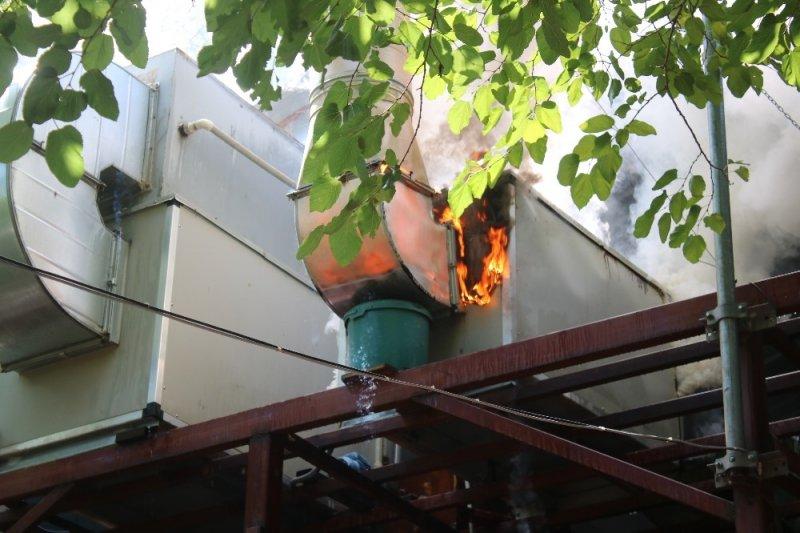 Denizli'deki restoranda çıkan yangında zarar 50 bin TL