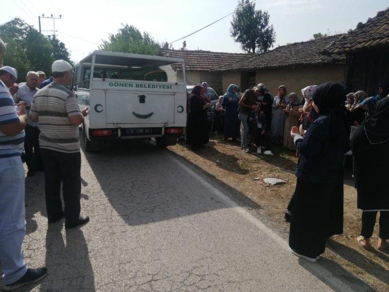 Üvey torunu tarafından öldürülen yaşlı kadın defnedildi