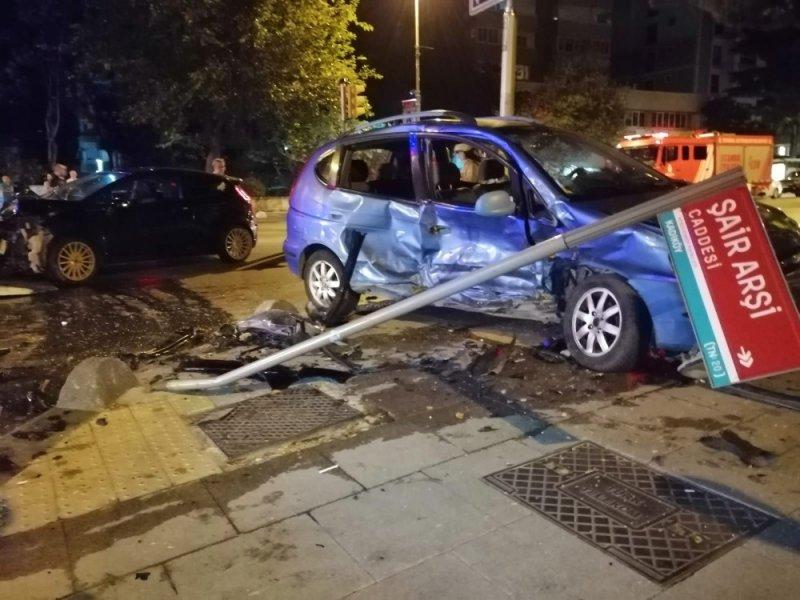 Kadıköy'de yürekleri ağza getiren kaza: 3 yaralı