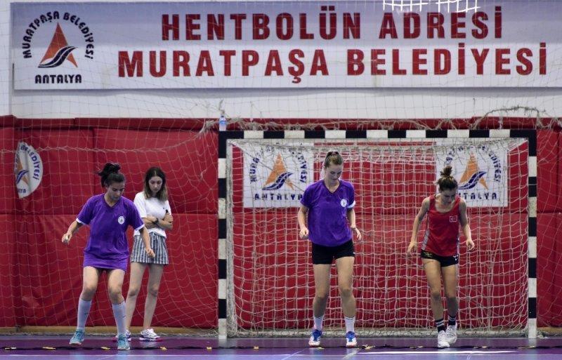 Kadın hentbol takımının hedefi Fuar Kupası