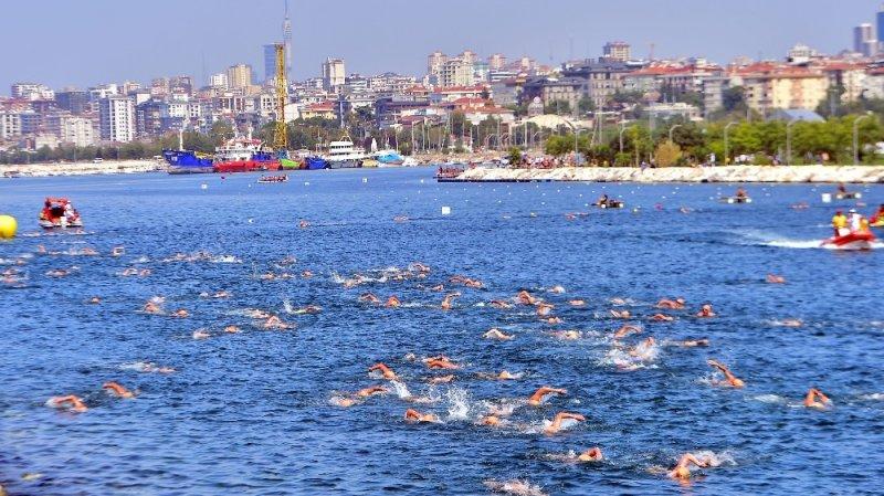 Uluslararası Su Sporları Festivali renkli görüntüler oluşturdu