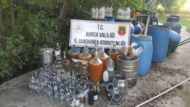 Evde içki imalatına jandarmadan baskın