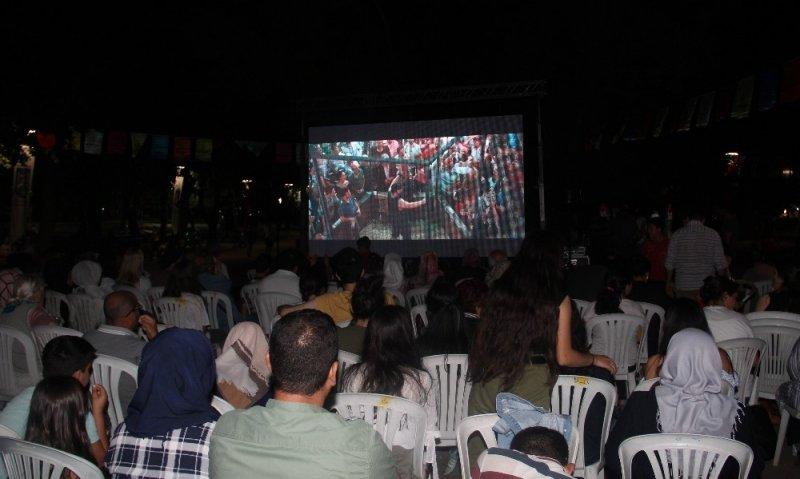 Kurtuluş Parkı'nda sinema keyfi